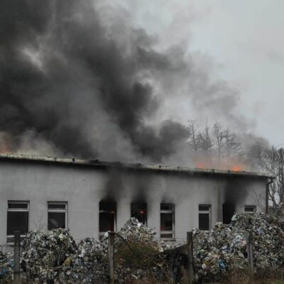 Płonący budynek.