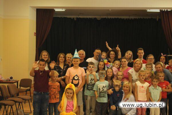 Sołtys organizuje liczne spotkania i zabawy dla dorosłych i najmłodszych.