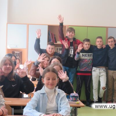 Pierwszego dnia szkole bo długiej przerwie wszyscy byli radośni
