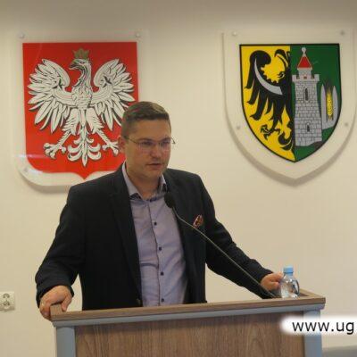 Bartosz Chojnacki, zastępca wójta gminy Lubin, gratulował i wręczał nagrody sportowcom