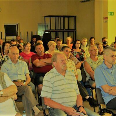 Mieszkańcy na spotkaniu.